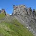 Scaglia di Corno, bizarre Felsenformation. Der einfachste Aufstieg erfolgt von dieser Seite (E-Flanke)