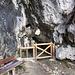grotta con fonte d'acqua