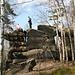 Schöner Boulderfelsen im Gipfelbereich