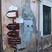Io vado a destra ma consiglio a tutti una visita al Museo di Brinzio per imparare come si viveva ....anche di sole castagne!