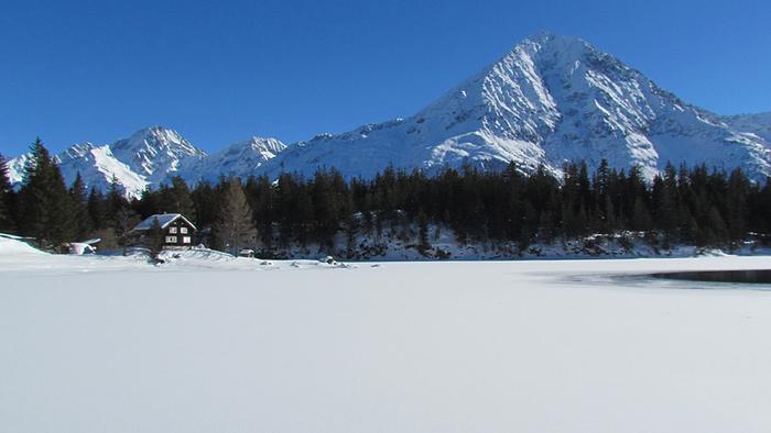 Ein Bild, das Schnee, draußen, Natur, Skifahren enthält.  Automatisch generierte Beschreibung