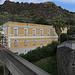 Die Therme San Calogero. Schon 1500 v. Chr. wurde hier das 57 °C warme Wasser genutzt. Der Badebetrieb wurde 1975 (nach Sanierung) eingestellt.