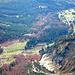 Blick auf den Ausgangspunkt, die Wochenbrunner Alm (rechts oben) und die Gaudeamushütte (links)