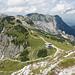Blick nach Nordwesten zum breitgelagerten Bergstock des Brentenjoch-Rossberg, hinten links - von der Sefenspitze teilweise verdeckt - der Aggenstein