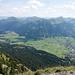 Blick nach Süden: Tannheim, dahinter die Lechtaler Alpen