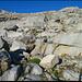Über schön gestufte Felsbänder geht es aufwärts.