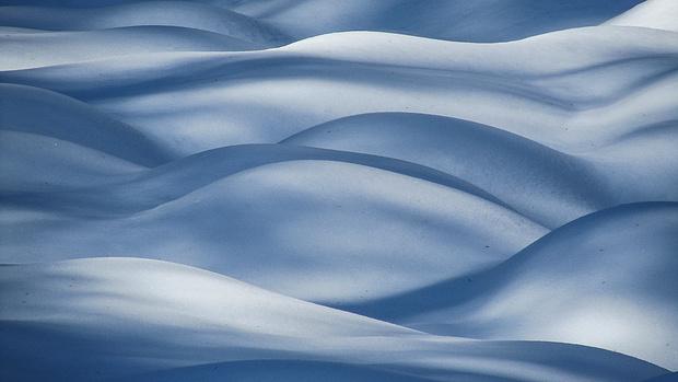 Schneewellen - ein faszinierendes Licht- und Schattenspiel