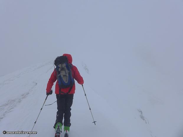 Über den schmalen Gipfelgrat Richtung Großhansl