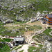 Viel Betrieb bei der Rotwandhütte – Blick vom Col de Ciampac