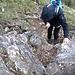 Passaggio attrezzato cavo metallico in discesa dal Monte Minisfreddo.