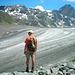 Auf der Moräne Richtung Gletscher. Links die Hütte