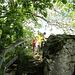 Aussichtspunkt Echofelsen. Der Zugang ist nicht ausgeschildert, aber einfach beim Abstieg von Werenwag den ersten Pfad nehmen, der ins Grüne führt. Gleich links daneben befindet sich der Pfad in das Tal runter