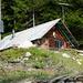 Jagdhütte in Strecia - Ausgangspunkt des Alpweges ist links herum zu suchen