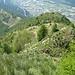 die grüne Kuppe oben im Bild ist P.1406<br />ab dort ist der Abstieg ein kurzes Stück etwas anspruchsvoller