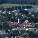 Kirche und Dorf Delle vom Mont Renaud aus gesehen.
