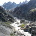 Über diese Brücke gelangt man auf hübschem Steig auf der anderen Seite des wild rauschenden Gletscherbaches