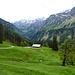 ....schneebedeckt durchaus. Blick über die Alpe Üntschen-Vorsäß Richtung Hochberg.