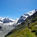 Hoch über dem Gletscher quert der Westuferweg die gesamte Flanke. Und die Aussicht wird immer imposanter