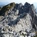 Gut getarnt – Aufstieg durch ein Karrenfeld am Brünneli Ostgrat