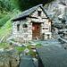 Aufstieg nach Mater - Hübsch ausgebaute Hütte auf 1160m unterhalb Sacchetto
