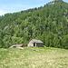 ... und die Hütten auf der Aussichtsterrasse von Fronn sind erreicht<br />der Gipfel, dem auf dem Foto sein Top abgeschnitten wurde, ist die Cima di Vishgéd Est
