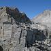 Gipfelstock des Poncione di Cassina Baggio, E-Seite. Im Hintergrund Chüebodenhorn