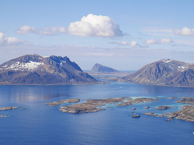 Lofoten mit den schönen Fjords rund um Henningsvaer.