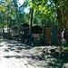Durante la camminata una serie di tradizionali abitazioni del villaggio.