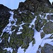 """Hier würde der steile, teils gesicherte Kraxelaufstieg durch die Gerlachovský-štít-Westwand beginnen. Ich wertete den Aufstieg als zu heikel da, es einen warmen Tag werden sollte und schon um 8 Uhr morgens Eis aus der Wand fiel. Man bewegt sich auf dieser Route durch die Westwand fast immer bis unter den Gipfel im Couloir """"Batizovský žľab"""", was ich zur Zeit wegen möglichem Eisschlag und Lawinen als zu gefährlich empfand."""