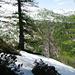 Auf dem Sandroi-Grat - Blick auf die verschneite Alpe Salögna