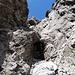 Tja, an diesem Kamin ist der Weiterweg zum Gipfel für [u Jackthepot] wohl zu Ende ... Umkehr tut Not, aus Absturz gefährdetem Gelände.....oder doch nicht...