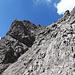 Nochmal die schräge Kletterpartie von weiter unten betrachtet.