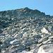 Abstieg vom Rosso di Ribia - Blick zum Gipfel und die NW Flanke