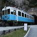 San Marino - Am bergseitigen Portal der Galleria Montale ist der elektrische Treibwagen AB 03 abgestellt. Regulär verkehrten die Züge auf der Linie Rimini - San Marino von 1932 bis 1944, als ein Bombardement zu großen Schäden und schließlich zur Streckenstilllegung führte. Seit 2012 steht nun wieder ein gut 700 Meter langes Stück der Bahnstrecke für Gelegenheitsverkehr zur Verfügung, davon befinden sich 502 Meter im Montale-Tunnel.