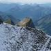 Hüenerbergsattel - Ausblick nach Westen: Grenzkopf links und Graukopf rechts zum Greifen nahe
