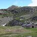 Piatto 2183 m, die hintere Hütte kann als einfache Unterkunft benutzt werden