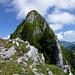 Vor der 3. Scharte: rechts der Pfeiler des 4. Aufschwungs, darüber der einfache Gipfelgrat