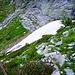 Auf dem Weg zur Alpe Costa - kurz nach der Efra-Hütte dieses Schneefeld. Es wäre besser, es unten durch zu umgehen