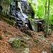 Von Pozzo nach Mondo führt der gut markierte Weg durch ein Gewirr von Felsen