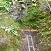 Die kleine Leiter mit Kette und dann noch zwei enge steile Kehren mit Geländer und man ist schon am Ausstieg in eine völlig andere Welt