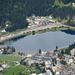 Zoom zum Obersee und zum Bahnhof von Arosa, wo bereits der Zug der Rhätischen Bahn wartet, der uns wenige Stunden später wieder zurück ins Unterland bringen sollte