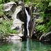 Der bekannte Wasserfall an der verfallenen Alpe Boschelli.