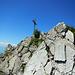 Ein Blick zurück zum schrofigen Gipfel des Hochgerach.