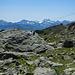 Hinter dem Piz Kesch blinkt noch der Firn des Piz Bernina.