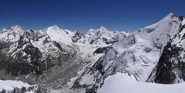 Panorama vom Gletscherrand nach Südosten!
