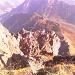 Tiefblick auf die Schöntalalm. Hier ist auch ein großer Teil der Anstiegsroute zu sehen.