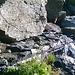 Il cavo metallico infisso su roccia.