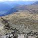 Blick vom Gipfel zurück: links die Aufstiegsroute; hinten liegt Belalp (daneben Brigg); die Liftstation ist ebenfalls zu erkennen.