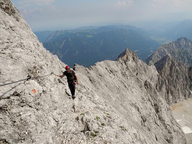 """""""Wander""""passagen im oberen Teil des Klettersteigs"""
