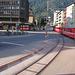 Als Straßenbahn verlässt die Arosa-Linie den Bahnhofsplatz.